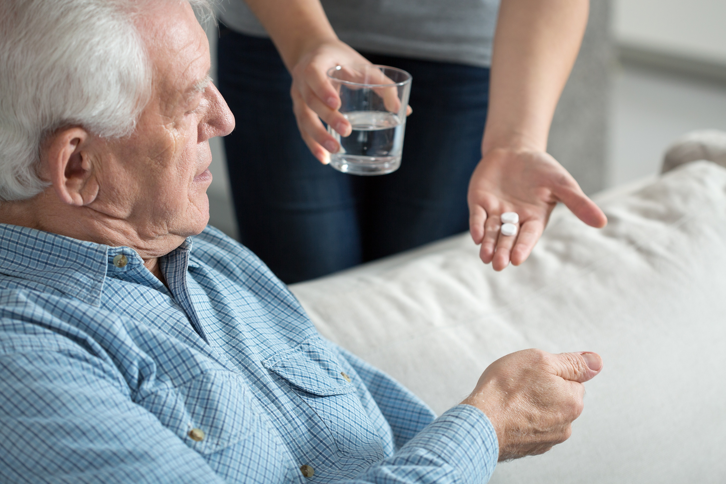 6 Signs that Your Elder Parent is Overmedicated